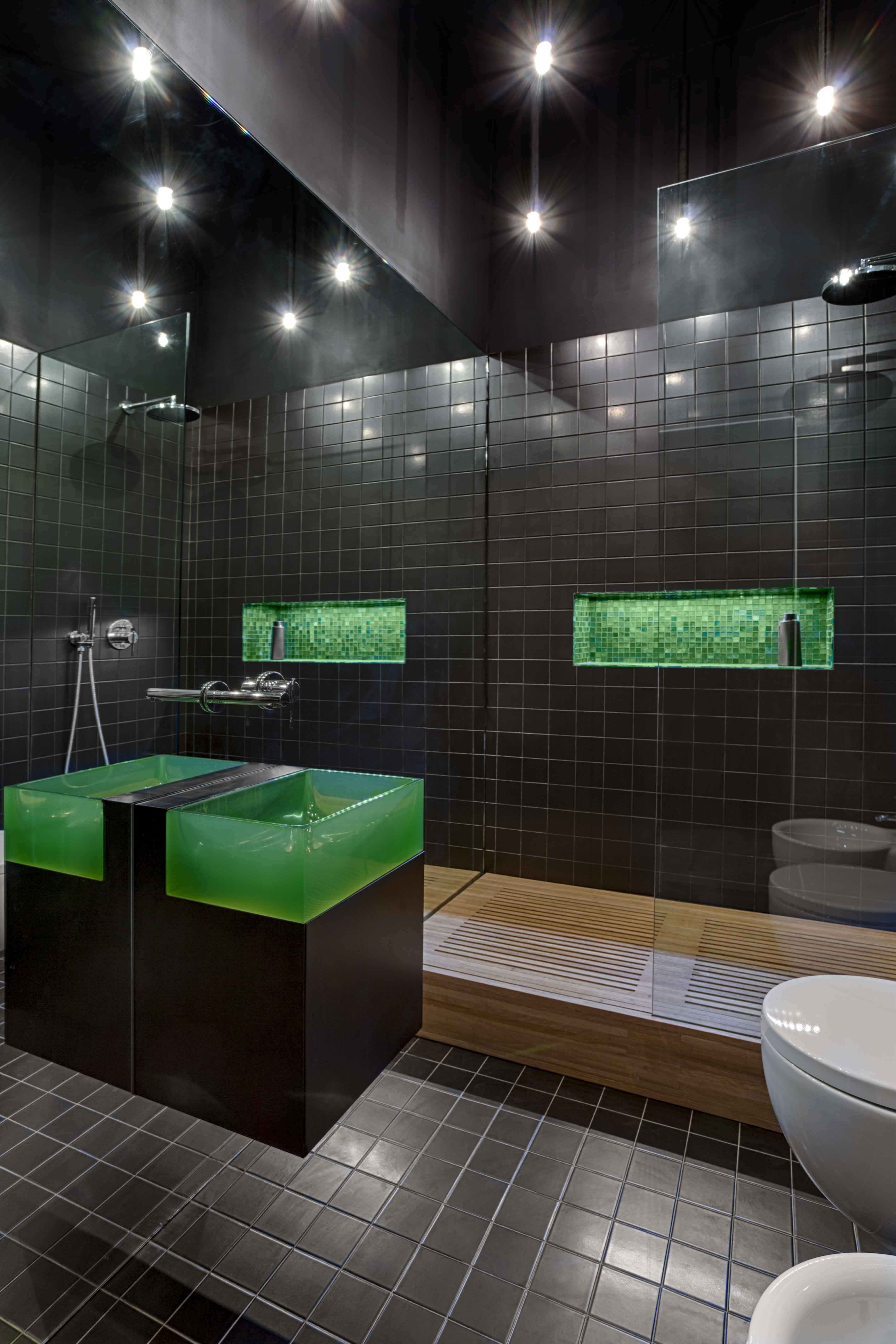019-GUESTHOUSE BATHROOM