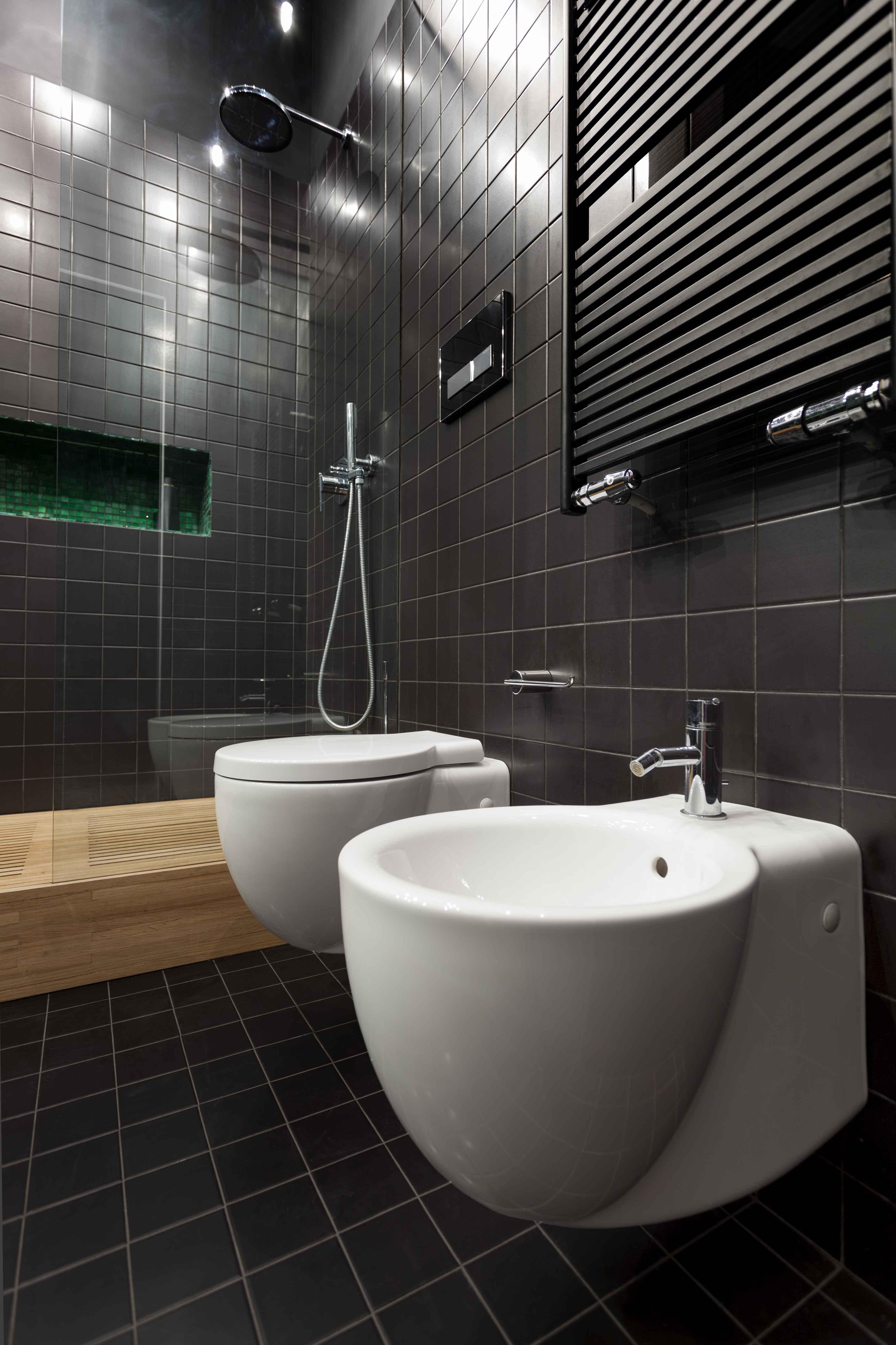 020-GUESTHOUSE BATHROOM