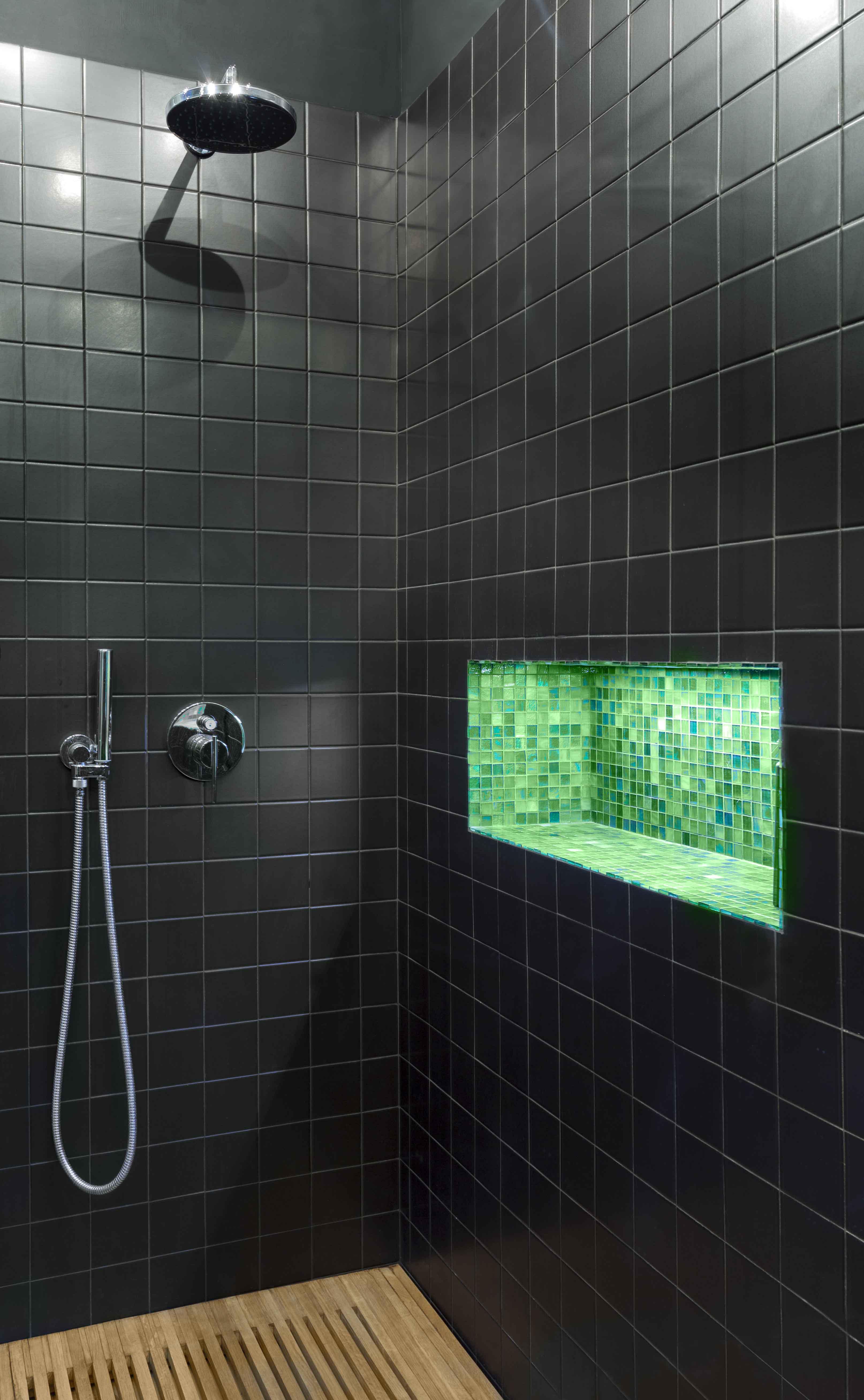 021-GUESTHOUSE BATHROOM